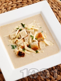Вкусна пасирана крем супа от гъби, моркови, течна сметана, масло и авокадо - снимка на рецептата